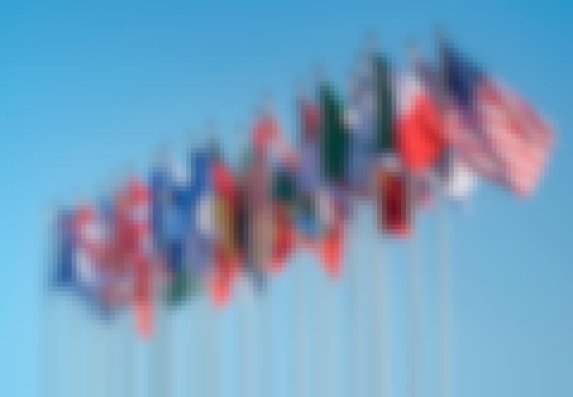 Nationsflaggor från olika länder fladdrar i vinden