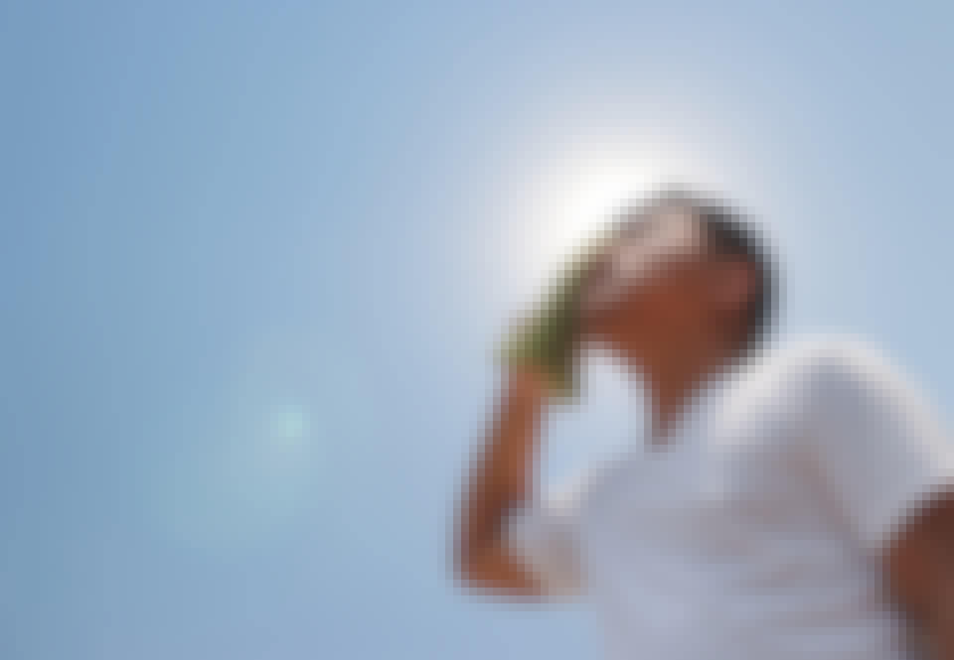 Mies kuuman auringon alla