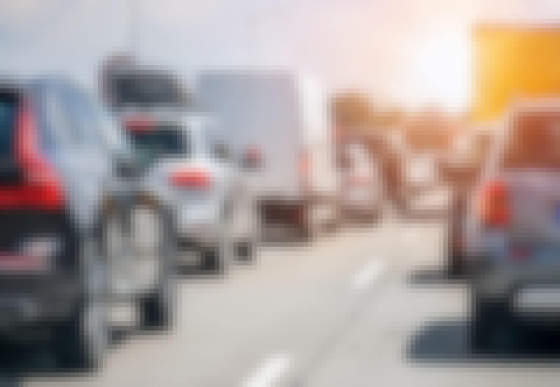 Bilar står stilla på motorväg