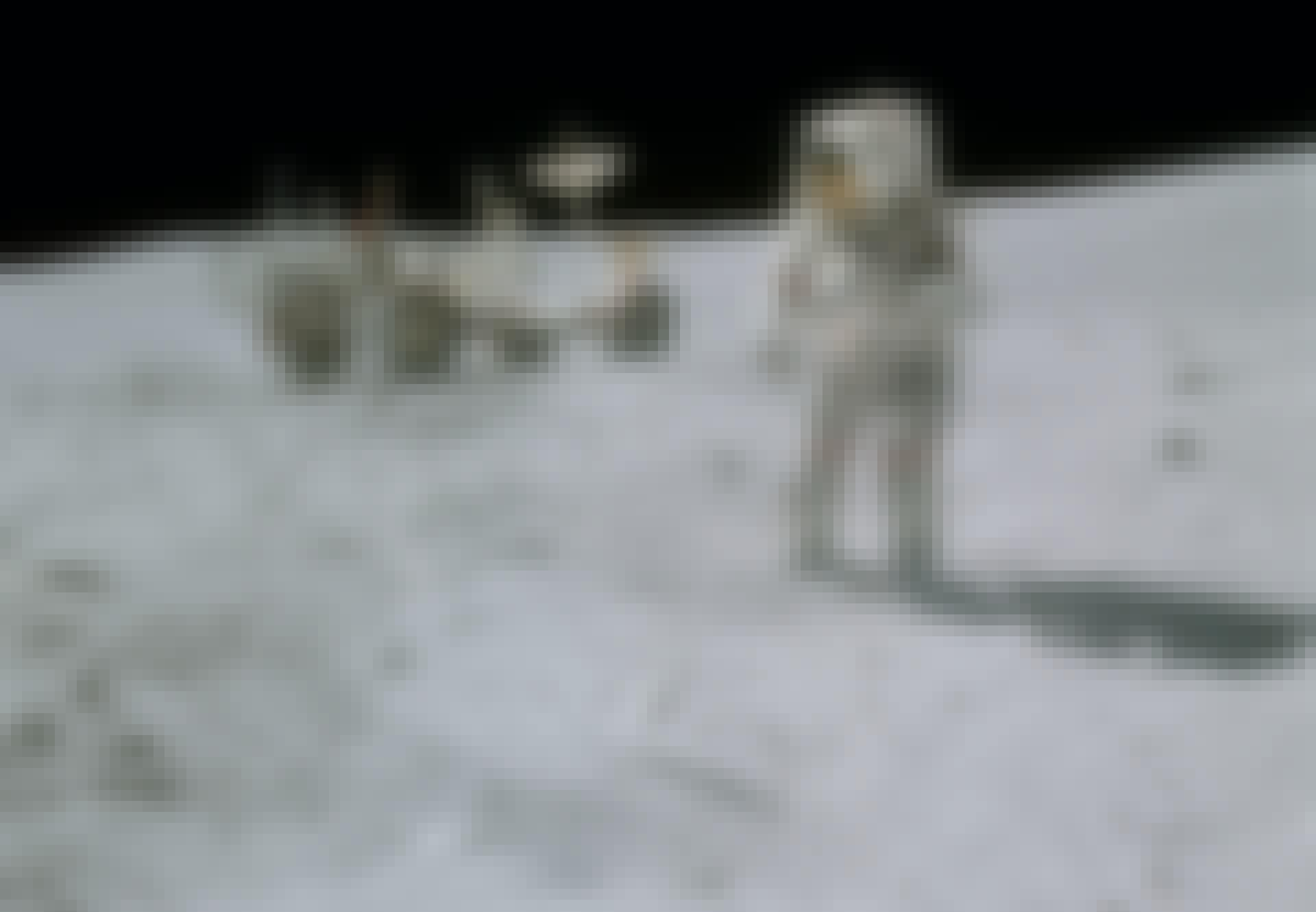 Maan, John Young, Apollo 16